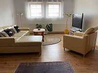 Obývací pokoj - chalupa k pronajmutí Staré Křečany