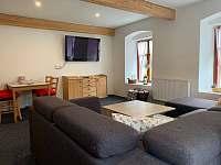 AP1 - hlavní místnost, odpočinková část - Horní Chřibská