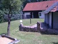 pískoviště, altánek, stodola