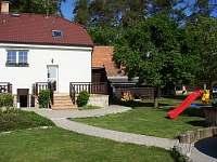 Zahrada, terasy, parkoviště