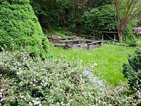 Zahrada s ohništěm - chalupa k pronajmutí Malá Skála