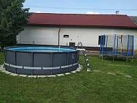 Bazén a trampolína - Žeretice