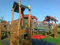 areál pro děti štastná země - chalupa k pronajmutí Pelešany u Turnova