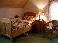 jedna z ložnic v patře