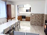společenská místnost a kuchyň