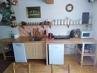 kuchyň - chalupa k pronajmutí Domousnice