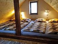 Podkrovní ložnice - chata k pronájmu Radim u Jičína