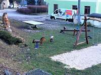 Dětské hřiště - chalupa k pronájmu Vyskeř
