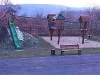 Dětské hřiště - chalupa k pronajmutí Vyskeř