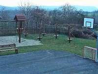 Dětské hřiště - chalupa ubytování Vyskeř