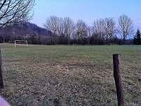 Fotbalové hřiště - chalupa k pronájmu Vyskeř