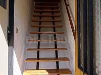 Schody u pokojům - chata ubytování Mašov