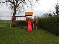 dětské hřiště - rekreační dům k pronajmutí Kopidlno