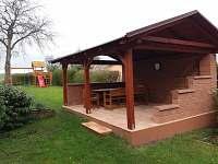 zahradní posezení - rekreační dům k pronájmu Kopidlno