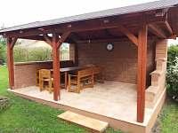 zahradní posezení - pronájem rekreačního domu Kopidlno