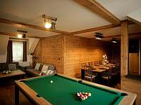 apartmán 2 společenská místnost obývák s kulečníkem - Nová Paka