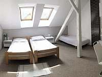 Podkrovní pokoj č. 2 - ubytování Lázně Bělohrad