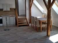 Apartmán 2 - Obývací pokoj s kuchyňským koutem - k pronájmu Jičín