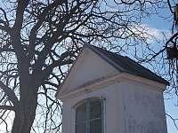 Místní kaplička - pronájem apartmánu Stará Paka - Krsmol