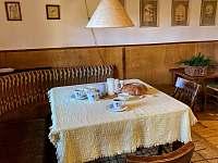 Jídelní kout - chata k pronájmu Troskovice