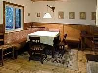 Společenská místnost s jídelním koutem - pronájem chaty Troskovice