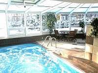 vnitřní celoročně vyhřívaný bazén teplota 29oC - chata ubytování Branžež