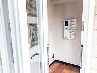 Klíčový trezor u vchodu - Branžež