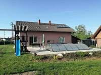 Bazén a dětské hřiště - ubytování Březina