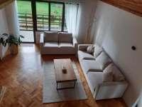 Obývací část, balkón - pronájem chaty Zásada u Sychrova