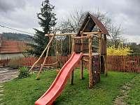 Dětské hřiště - chalupa k pronájmu Jinolice