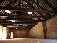 Interiér stodoly - ubytování Dolni Bousov - Ošťovice