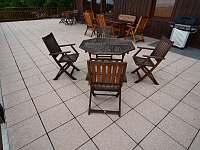 Venkovní terasa - rekreační dům k pronájmu Koberovy - Zbirohy