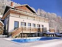 Vnějšípohled na dům ze zahrady v zimě - rekreační dům ubytování Koberovy - Zbirohy