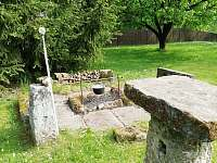 Kamenný stůl - chalupa k pronajmutí Rokytá - Horní Rokytá