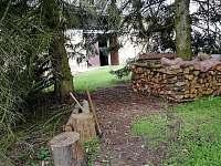 Zahrada s parkovou úpravou - chalupa k pronájmu Rokytá - Horní Rokytá