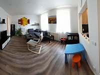 obývací pokoj s koutkem pro děti - chata ubytování Líšný (Malá Skála)