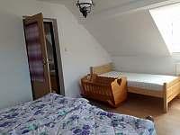 Samostatná ložnice - pronájem chalupy Rovensko pod Troskami