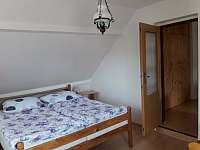 Samostatná ložnice - chalupa k pronajmutí Rovensko pod Troskami