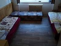 Samostatný pokoj č. 3 postele lze spojit na manželské. - Příšovice
