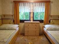 ložnice v patře - chalupa k pronájmu Leština