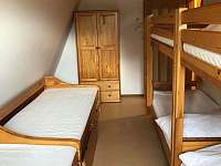 Jeden z pokojů - chata k pronajmutí Benešov u Semil