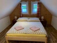 Ložnice roubenka - apartmán k pronajmutí Karlovice - Roudný
