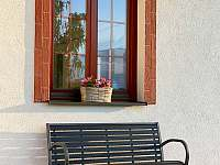 Ubytování U křížku / posezení před domem - Hrachovice