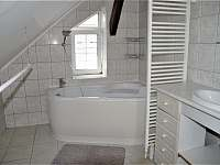 koupelna - pronájem apartmánu Turnov
