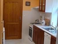 kuchyň apartmánu A - pronájem Mírová pod Kozákovem