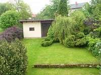 zahrada - pohled z balkónu apartmánu C - k pronájmu Mírová pod Kozákovem
