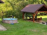 bazén s pergolou - chalupa ubytování Ktová