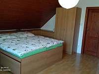 ložnice 1 (manželská postel) - chalupa k pronajmutí Turnov - Pelešany