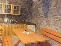 Společenská místnost - chata k pronajmutí Žernov