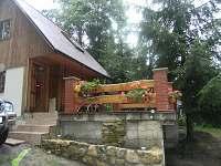 terasa před vchodem do objektu